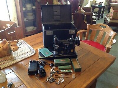 VINTAGE 1953 SINGER FEATHERWEIGHT 221 SEWING MACHINE w CASE ATTACHMENTS  WORKS