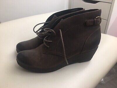 Clarks  Womens Boots Leather Ankle Wedge Size 5 Eu 38