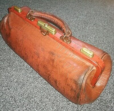 ANTIQUE DOCTORS BAG.  LEATHER made in France .