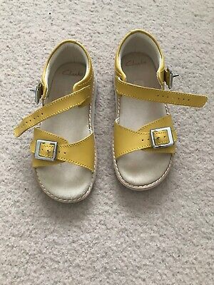 Clarks Lemon Sandals Girls Size 8.5F