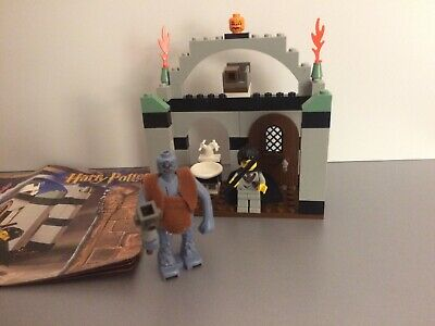 LEGO HARRY POTTER WHITE SINK /& FAUCET FROM SET 4712 TROLL ON THE LOOSE