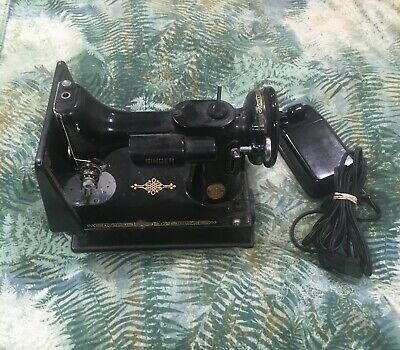 Vintage Singer Featherweight 1948 Sewing Machine 221 Portable Quilting