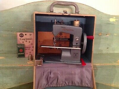 VINTAGE 1950'S BABY BROTHER CHILDS Blue SEWING MACHINE in Case WORKS