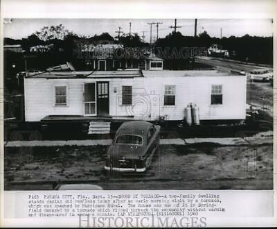 1960 Press Photo Hurricane Ethel, Two-family Dwelling Stands Roofless From Storm