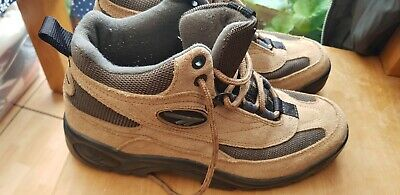 Hi tec Women's  Walking boots Size 7. Brown Suede.  Used Good Condition