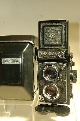 YASHICA 124G 6x6 CAMERA with CASE/STRAP and LENS CAP VERY GOOD CONDITION