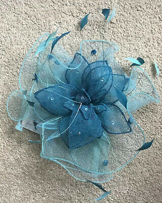 Mad Hatters . Two Tone Teal, Tuile/ Net Fascinator On Comb. BNWT. RRP £120
