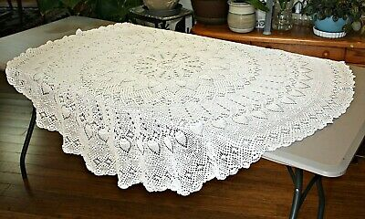 """Vintage Crocheted Tablecloth Off White / Round 56"""" Diameter Pineapple ~ ESTATE"""
