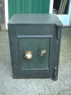 ANTIQUE GRIFFITH CANNON St IRON SAFE WITH KEYS