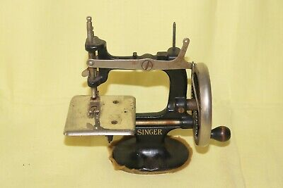 Antique 1920 Child's Singer Sewing Machine Toy