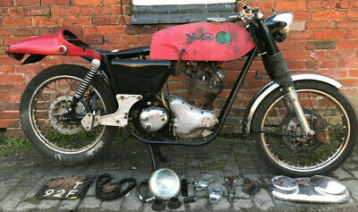 1968 Norton Commando 750cc fastback restoration project with V5C