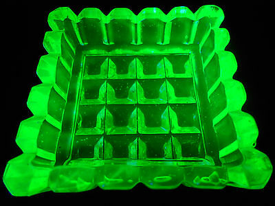 Green Vaseline Uranium glass Square pattern salt dip / cellar celt master yellow