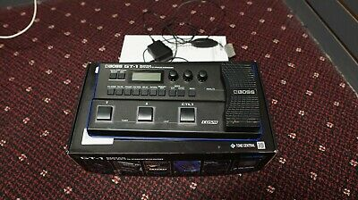 Boss GT-1 Guitar Multi-Effects Processor with Power Supply