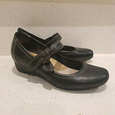 Planet Shoes Size 7 Black Comfortable Leather Low Wedge Heels