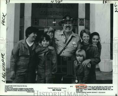 """1982 Press Photo Kenny Rogers and his gang of miniature mechanics in """"Six Pack."""""""