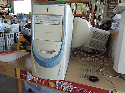 Vintage Windows 98SE Computer great for early games & many old DOS 7 Programs