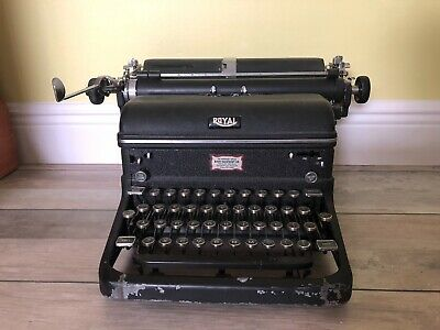 Royal Quiet Deluxe  Portable Typewriter  Black Antique  A-1177569 1940's