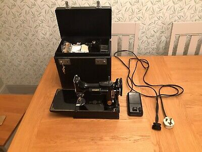 Vintage Singer 221K Featherweight Sewing Machine 22 January 1948 with Case