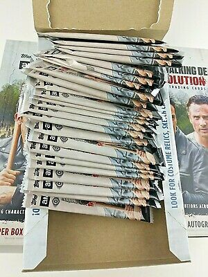 The Walking Dead Evolution 2017 (725 Total) Trading cards Box Opened COMMONS