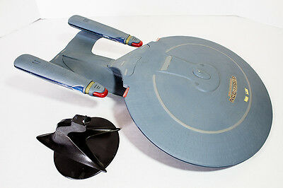 STAR TREK Next Generation COMPLETE & PAINTED Federation ENTERPRISE-D model
