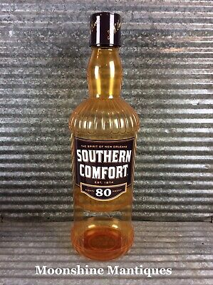 Southern Comfort Bottle Liquor Pin ** One pin the gallery one, Lapel Pin
