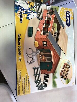 Breyer Stablemates Deluxe Horse Stable Set 59209