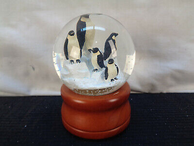 Smithsonian Institution Sankyo Penguin Snow Globe (OAW2)