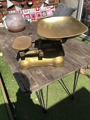 Vintage/Antique Cast Iron Large Weighing Scales (10lbs) by W & T Avery Ltd