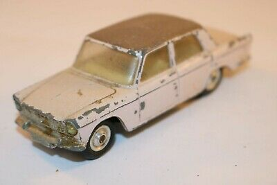 Corgi Toys 232 Fiat 2100 good+ all original condition