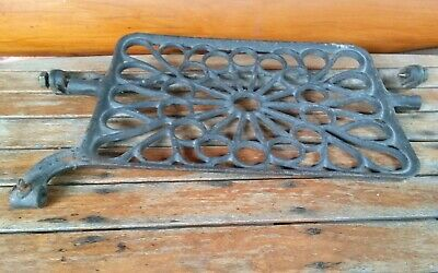 1 Antique Treadle Sewing Machine Cast Iron Foot Pedal and Bracket