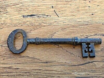 victorian or georgian large door key . ( solid bore ) ref 7