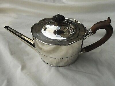 1787 fine Georgian George 111 teapot with serpentine top by R Hennell.