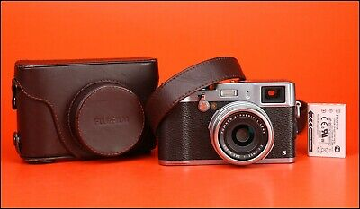 Fujifilm X100s Fuji Camera with Integrated 23mm F2 Lens - Only 900 Shots Taken.