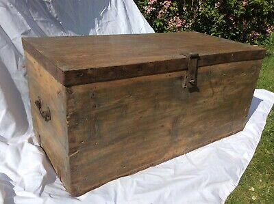 Old Pine chest / trunk