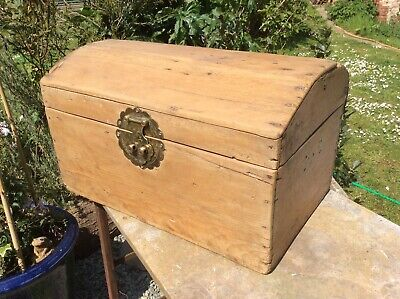 Small Victorian bow top chest