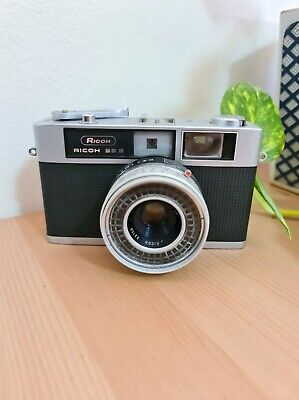 Ricoh 35 S 35mm film camera (with f=40mm 1:28 lens)