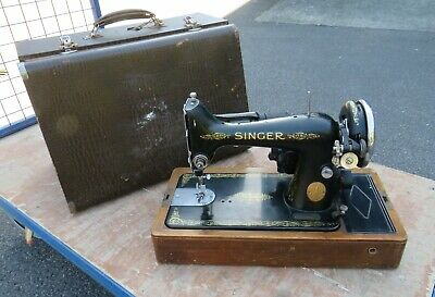 A GOOD WORKING SINGER EB MODEL SEWING MACHINE IN CASE c1939 * NEEDS FOOT PEDAL *