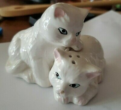 White Kitty Cat Salt And Pepper Shakers