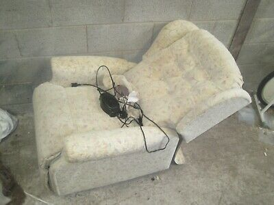 Clean FULLY WORKING Quality ELECTRIC RECLINER by CELEBRITY Tilt with CONTROL