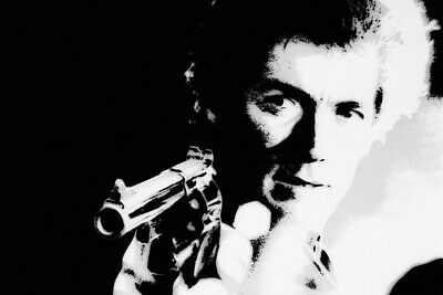 """CLINT EASTWOOD BRANDISHING HIS .44 MAGNUM IN /""""DIRTY HARRY/"""" 8X10 PHOTO MW108"""