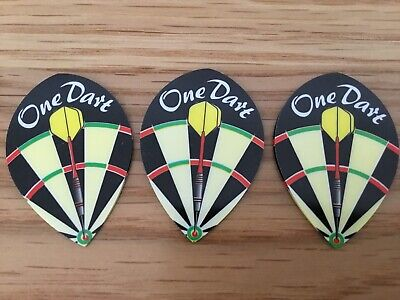 22g Tungsten Darts a case signed by Peter Manley plus flights and pic