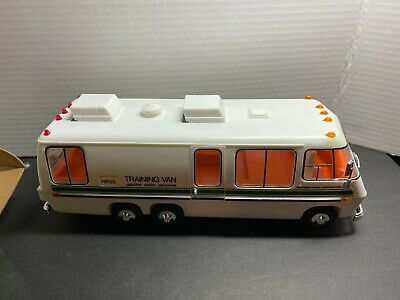 HESS TRUCK 1980 TRAINING VAN Very good condition, with box.