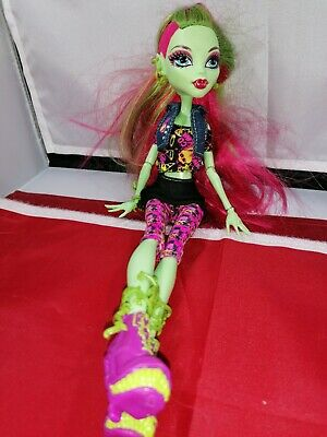 Monster High Doll. PLEASE VIEW PICTURE, IN WORKING ORDER.