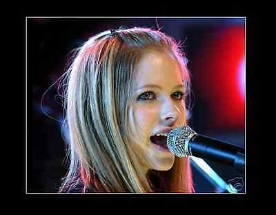 AVRIL LAVIGNE 8x10 PICTURE PHOTO YOUNG PERFORMANCE