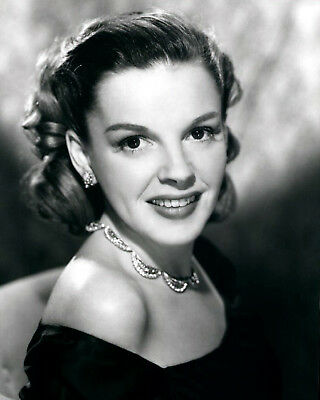 JUDY GARLAND 8x10 PICTURE RARE BEAUTIFUL NECKLACE PHOTO