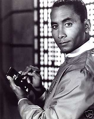 BABYLON 5 8x10 Photo!!! Richard Biggs DR. FRANKLIN