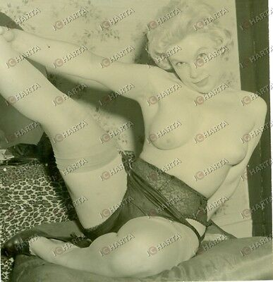 1955 ca EROTICA VINTAGE Naked blonde woman stretching flexible *FOTOGRAFIA