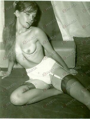 1965 ca EROTICA VINTAGE Naked woman winking * REAL PHOTO