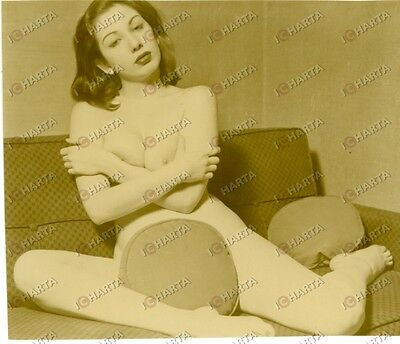 1965 ca EROTICA VINTAGE Naked girl covered by pillows * REAL PHOTO