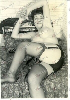 1965 ca EROTICA VINTAGE Sexy lady naked with nylon garter * REAL PHOTO